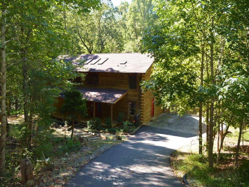 Auction - Picturesque Log Home : Chapel Hill : Orange County : North Carolina
