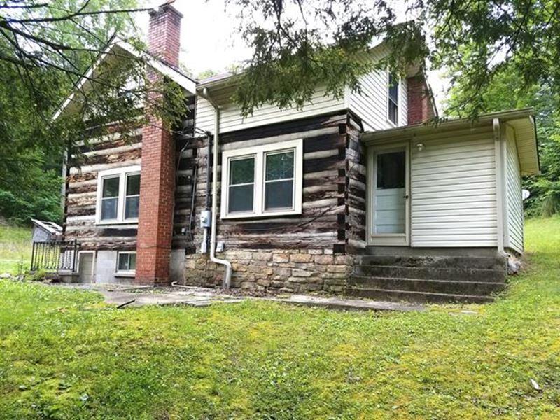 1,967+/- Sf Single-Family. Appro : Partridge : Letcher County : Kentucky