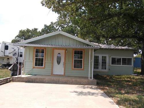 2Br 2Ba 973 sf Single-Family : Tow : Llano County : Texas