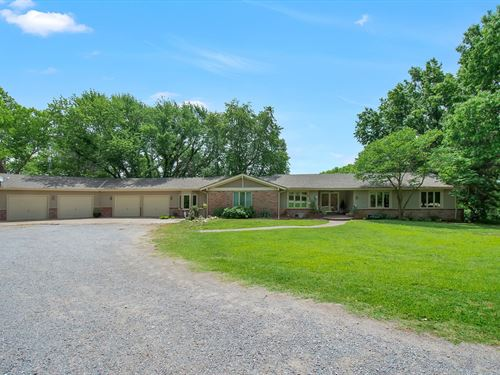 Custom Estate, 10 Acres, Pond : Garden Plain : Sedgwick County : Kansas