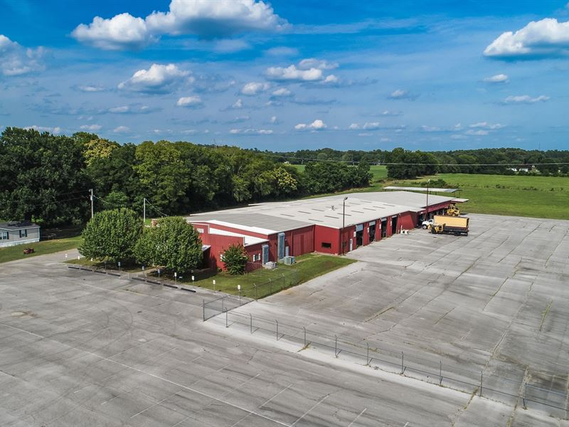 Commercial Property & 28 Acres : Rogersville : Lauderdale County : Alabama