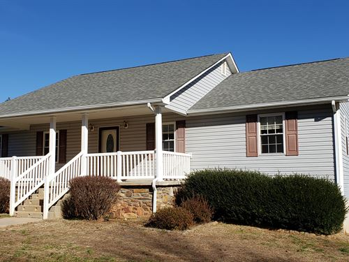 Beautiful Home, Bsmt Apartment : Brookneal : Charlotte County : Virginia