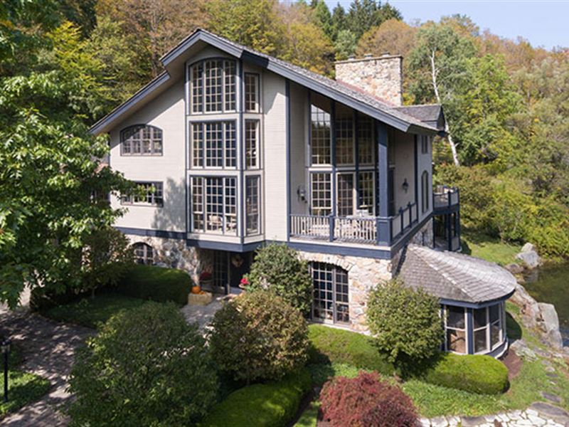 A Skier's Dream Home Awaits You : Ellicottville : Cattaraugus County : New York