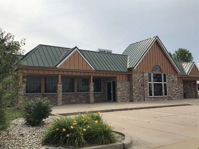 4,911+/- Sf Restaurant Building : Morton : Tazewell County : Illinois