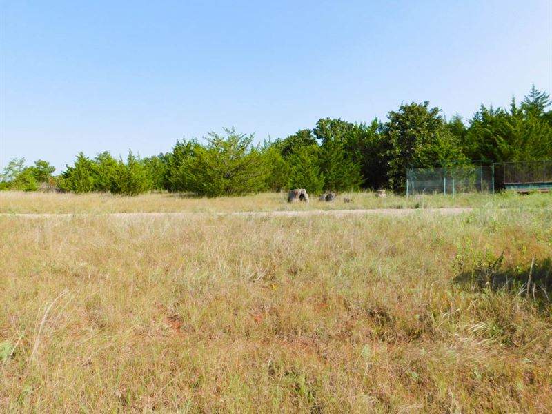 Container Home & 9.39 Acres : Tribbey : Pottawatomie County : Oklahoma