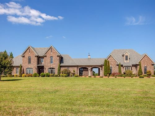 Luxurious Custom-Built Home Located : Hohenwald : Lewis County : Tennessee