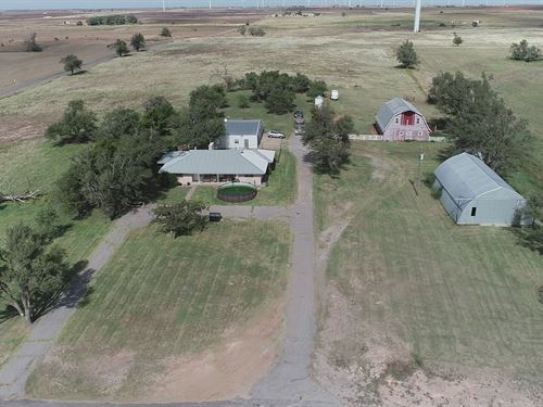 Farm And Home On Land : Weatherford : Dewey County : Oklahoma
