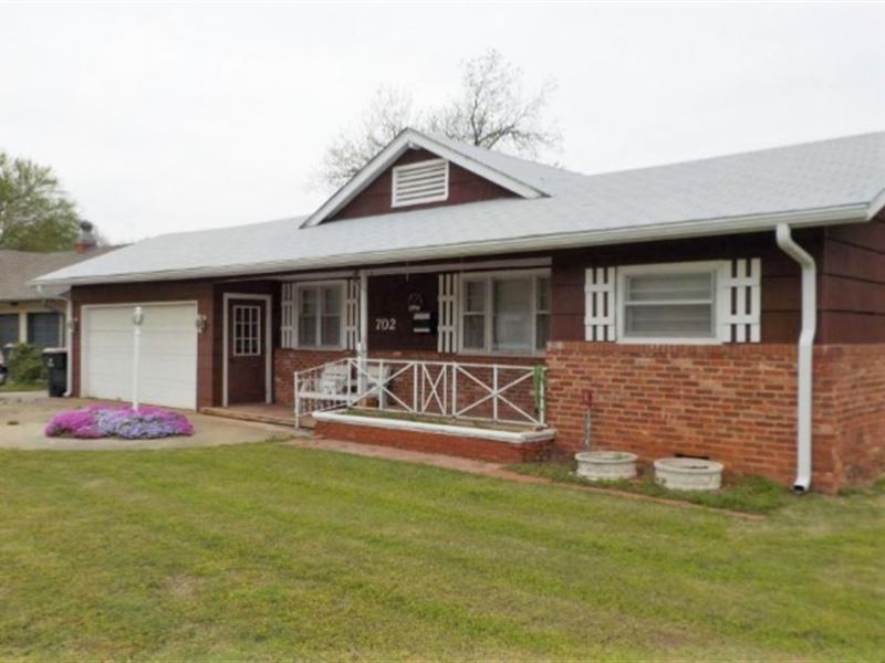 Comfortable Home, Rural Community : Chickasha : Grady County : Oklahoma