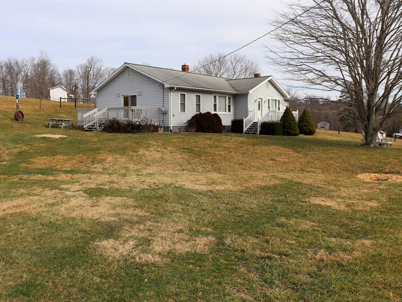 Sweet Ranch Style Country Home Farm : Willis : Floyd County : Virginia
