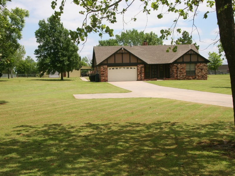 Home & Acreage In Yukon, Oklahoma : Yukon : Canadian County : Oklahoma