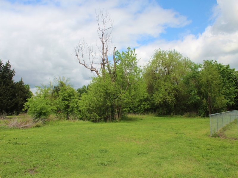 Residential Country Home Lot : Powderly : Lamar County : Texas