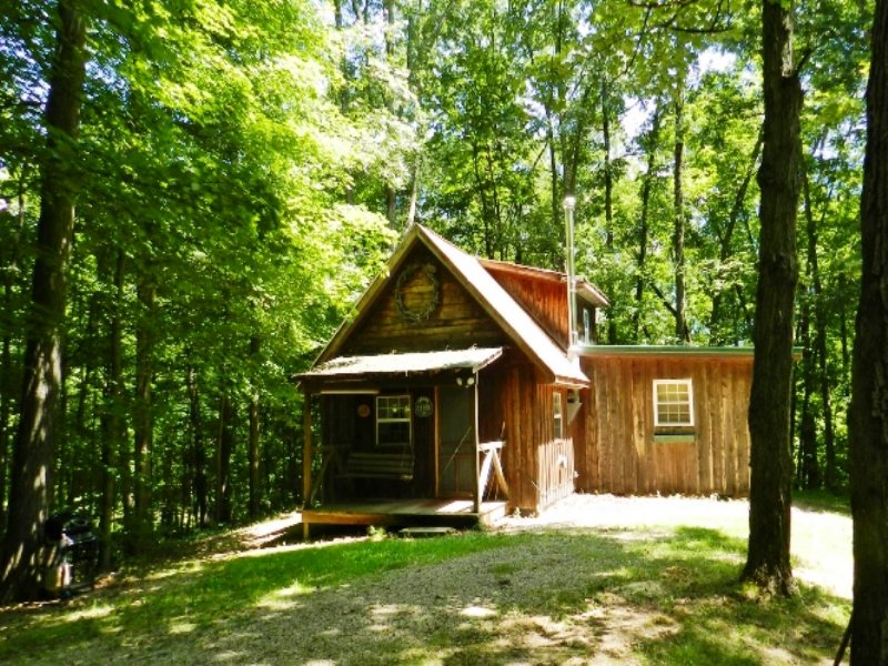 Quiet & Convenient Getaway Cabin : Marshall : Clark County : Illinois